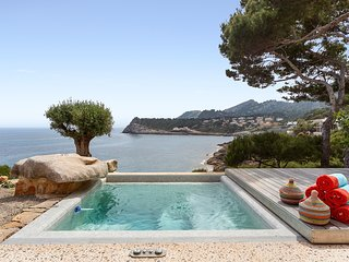 15% OFFER - BOOK NOW - Mallorca front line property direct access to sea