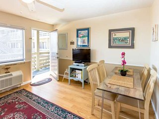 Short Walk to Beach & GC Pier - Linens Included! Free Water Park, Aquarium, Golf