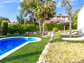 Villa Cunit for 8 guests with private pool in the heart of the Costa Dorada!