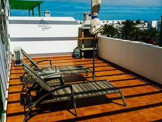 CASA SOL, AIR CON, large apartment with WIFI