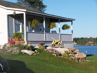 New! Lovely Maine Cottage Overlooking the Harbor with Amazing Sunsets