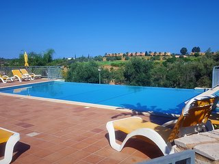 T2 Vale da Pinta Golf Resort, Piscina, Golfe, Praias, lindos jardins relvados!