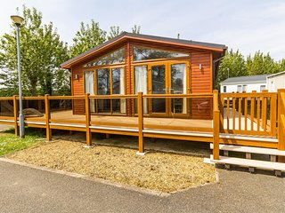 Stunning Lodge with decking at Manor park, Hunstanton in Norfolk ref 23031