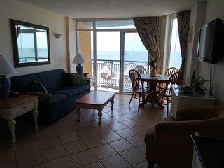 Beachfront Condo w Balcony in Myrtle Beach