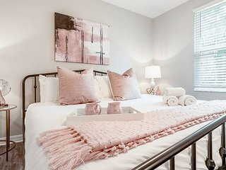 'Blush and Bashful' - 3/2 Home in Heart of Tampa