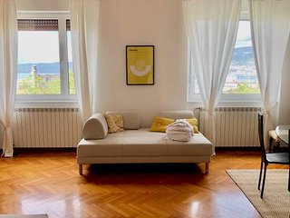 ♡ TriesteVillas, SEA VIEW, Huge 2-floor, sleeps 9.