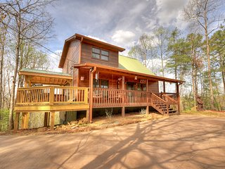 Elonore`s Cabin is a 3 bed 3 bath mountain cabin w/wrap around decks & a hot tub