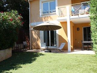 Superbe appartement 64 m2 avec jardin privatif et piscine dans la résidence.