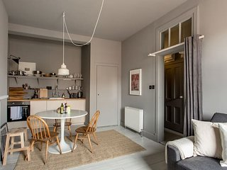 5* Bohemian Gem on the Royal Mile (sleeps 4)