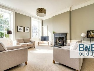 Bright and Spacious 4-bedroom Apart in Stockbridge