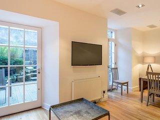 Charlotte Sq. Apartment Private Garden (Sleeps 8)