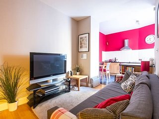 Amazing Location - Charming Apartment by the Edinburgh Castle!