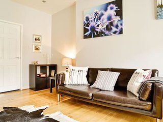 Bright Royal Mile Apartment
