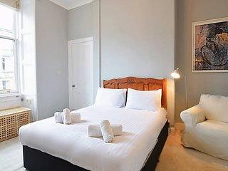 Cosy & Quiet City Centre Apartment by Calton Hill