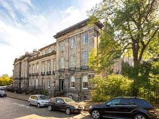 Doune Terrace Apartment: Edinburgh New Town Prime Location