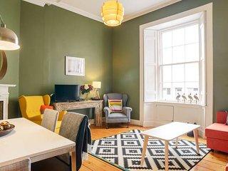 Great location! 3 Bedroom Ground Floor (sleeps 7)