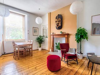 Ideal Location! Stylish Old Town Apt by Royal Mile