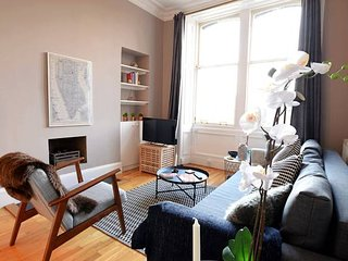Lovely and Intimate Edinburgh City Centre Apartment (sleeps 5)