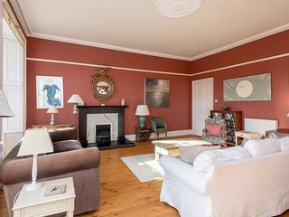 Lovely 2-Bedroom Apartment with Garden close to Old Town