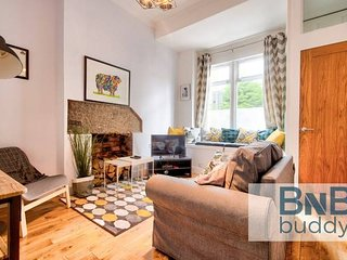 Ultra Stylish 2bd Apt in City Centre (sleeps 6)