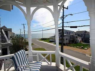 Cozy Oak Bluffs home close to beach & town.