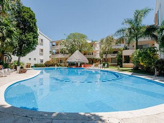 Chac Ha Condo w Balcony in Playacar, Walk to Beach