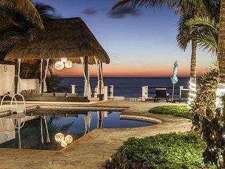 Lavish Oceanfront Villa- Pool, Roof Terrace, VIEWS