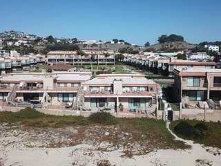Beautiful Pismo Shore Beachfront Condo w/ Free WiFi, Ocean Views & Private Decks