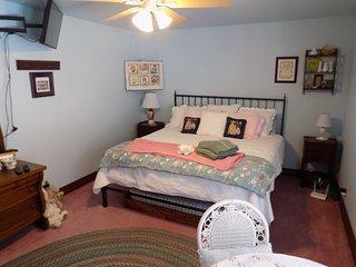 Lakeside Retreat w/2 bedroom Private Beach/Bath ak