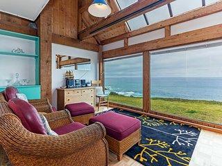 Great Views! Hideaway Home near Beach w/ WiFi, Hot Tub Access & Complex Pool