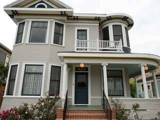 the Arabella - Charmed Victorian in the Heart of Downtown Ventura