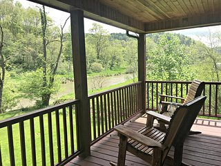 New Riverside Retreat-Todd NC On The New River, WIFI, FRPL, Fire Pit Smart TV's,