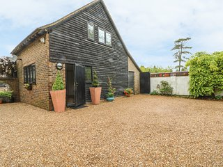 PUMP HOUSE, hot tub, pet-friendly, enclosed lawned garden, Hailsham, Ref 932577