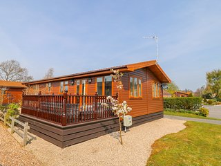 CHILLVILLA, open-plan, en-suite, enclosed decking, near Wilberfoss