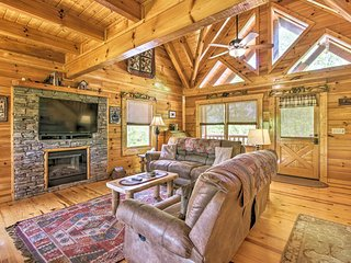 NEW! Sevierville Cabin w/Hot Tub & Smoky Mtn Views