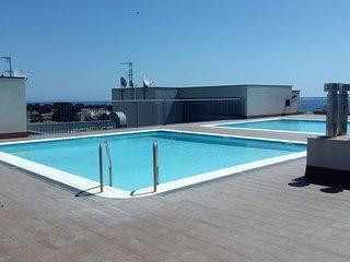 00396-Comodo apartamento con piscina comunitaria