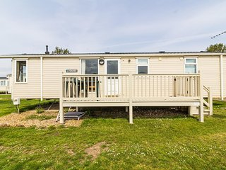Luxury 6 berth caravan to hire at Heacham holiday park in Norfolk ref 21025