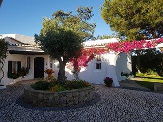 Stunning Villa in Algarve at 2 mins from golf  Quinta do Lago and Vale de Lobo