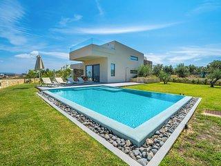 2 bedroom Villa with Pool - 5792417