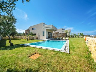 2 bedroom Villa with Pool, Air Con and WiFi - 5792418