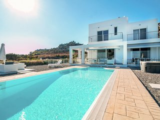 Afantou Villa Sleeps 6 with Pool and Air Con - 5792421