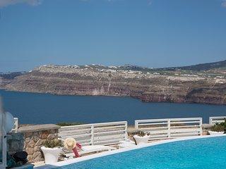 Akrotiri Villa Sleeps 10 with Pool Air Con and WiFi - 5248650