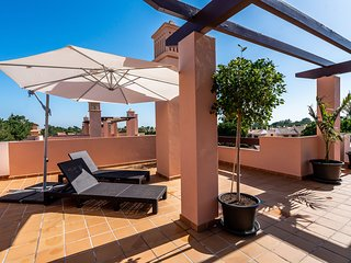 Apartment with private terrace, 100 metres from Vila Sol Golf course
