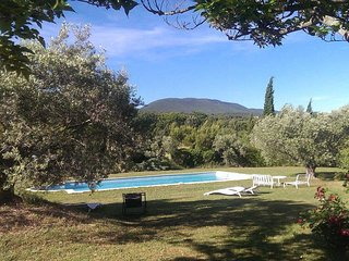 Holiday cottage in Cucuron, Luberon, intimate plot, pool, pets allowed