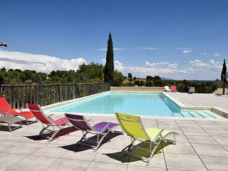 Apartment in a secure holiday residence with pool, Paradou, Alpilles