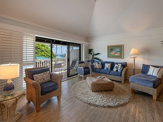 Surf's Up! Chic Suite w/Lanai Vistas, WiFi, Modern Kitchen–Kiahuna Plantation