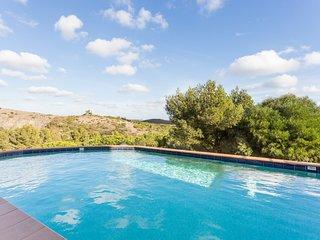 Stunning 3 bedroom 'glass' villa with panoramic views & infinity pool