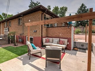 ✽ 2BR ✽ Comfy condo & cute patio ✽Broadmoor area✽