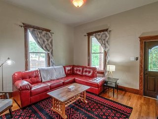 4BR ★ Mtn Retreat | Hiking, DT + Close to It All!