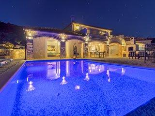 Beautiful Villa Terra, in Dalmatia, with a Pool